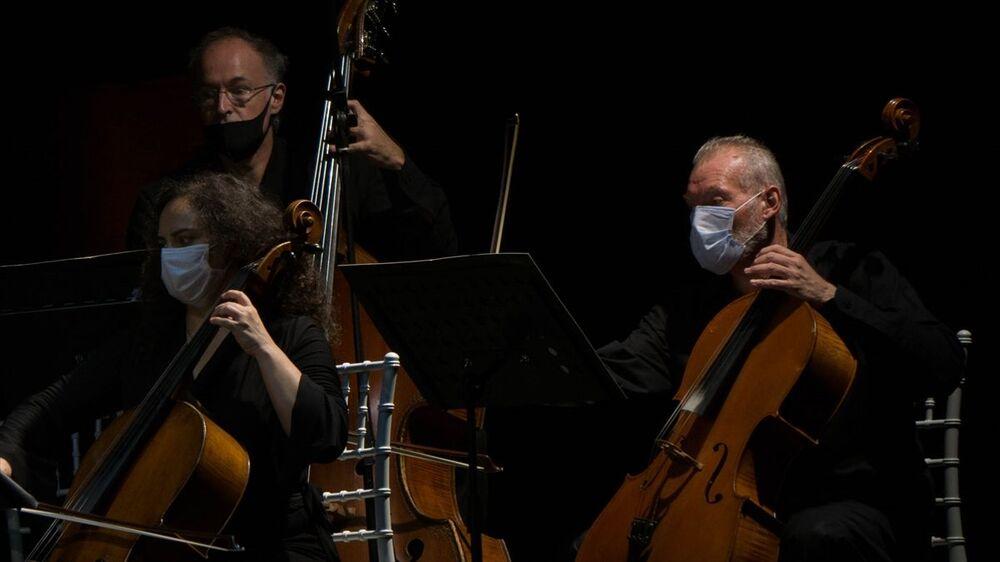 Konser, Şef Hasan Niyazi Tura yönetiminde gerçekleşti.