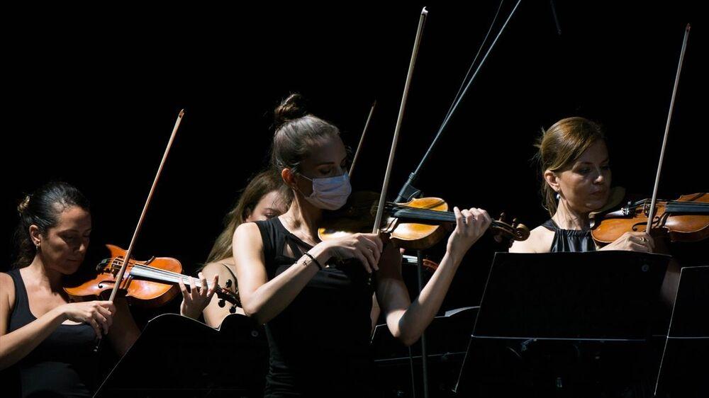 Özgecan Günöz'ün başkemancı olarak sahne aldığı etkinlikte Johann Sebastian Bach'ın 3. Orkestra Süiti'nden 'Air' bölümüyle 1. Orkestra Süiti yorumlandı.