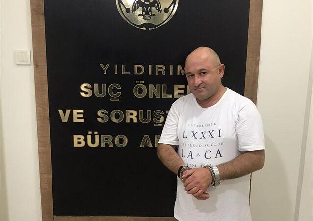 Hakkında çeşitli suçlardan 185 yıl kesinleşmiş hapis cezası bulunan ve 3 yıldır aranan Muharrem Ulukuş Bursa'da yakalandı.