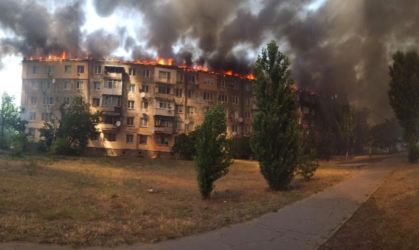Ukrayna'da eşiyle tartışan kişinin dairesini ateşe vermesi sonucu çıkan yangın büyük paniğe neden oldu