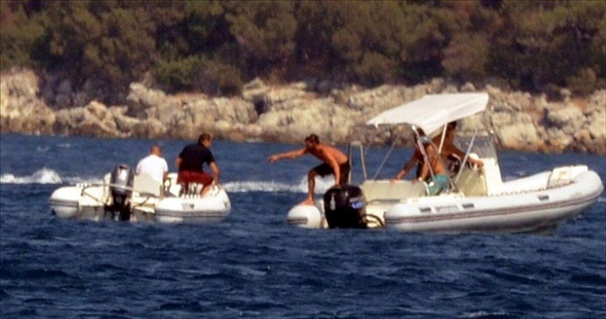 Kaptanı denize düşen sürat botu yaklaşık 40 dakika kendi etrafında ...