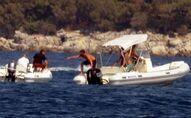 Kaptanı denize düşen sürat botu yaklaşık 40 dakika kendi etrafında döndü