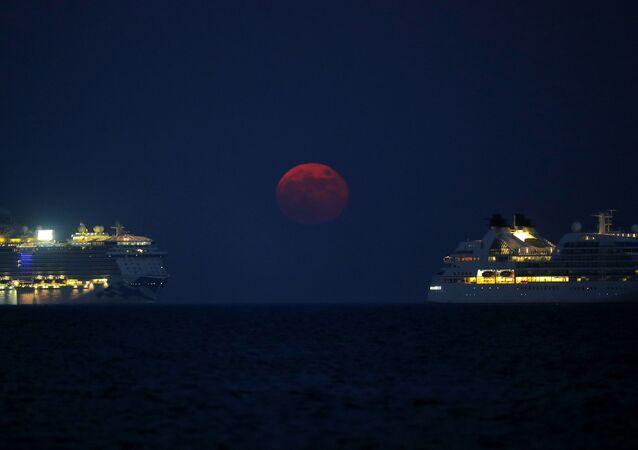 Kıbrıs semalarında görüntülenen 'Kanlı' Ay tutulması