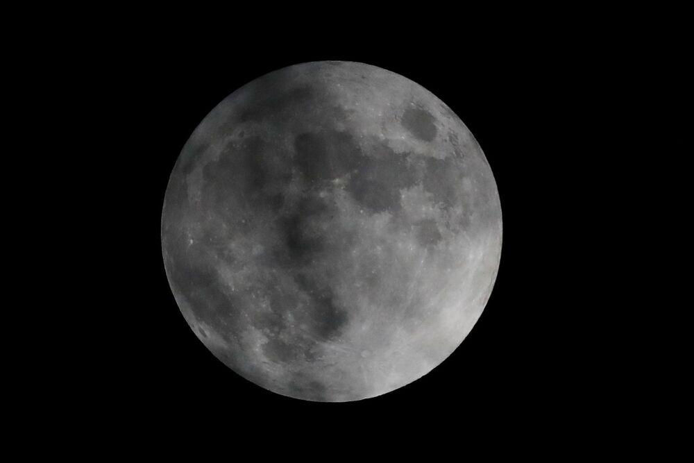Meksika'dan izlenebilen parçalı Ay tutulması