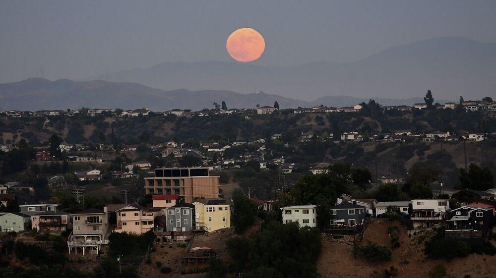 ABD'nin Los Angeles kentinde gözlemlenen parçalı Ay tutulması