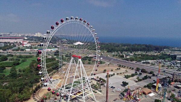 Antalya'da 90 metrelik dönme dolaba sosyal mesafe düzenlemesi - Sputnik Türkiye