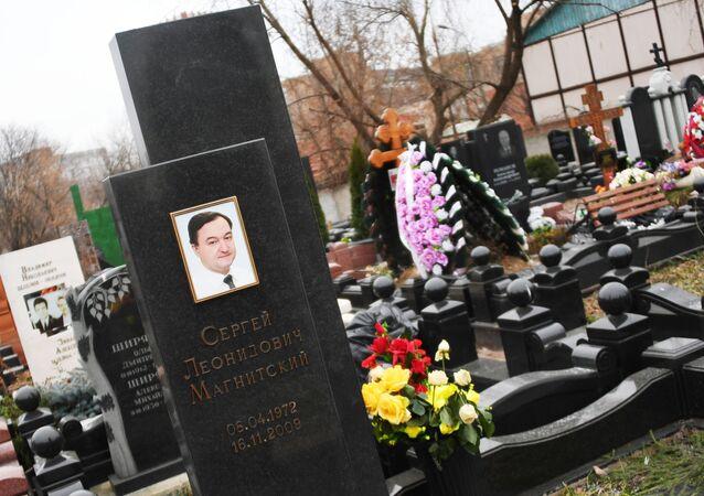 Cezaevinde hayatını kaybeden Hermitage Capital Management Fonu avukatlarından Sergey Magnitskiy'in mezarı
