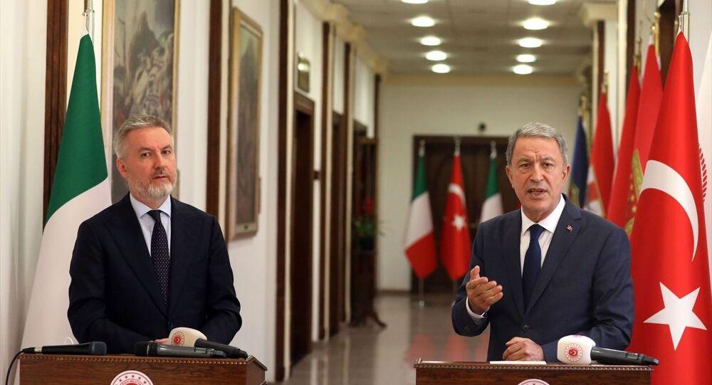 Milli Savunma Bakanı Hulusi Akar, İtalyan mevkidaşı Guerini