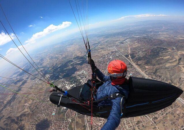 Çorum'dan Konya'ya yamaç paraşütü ile uçup 8 saat 15 dakika havada kaldı