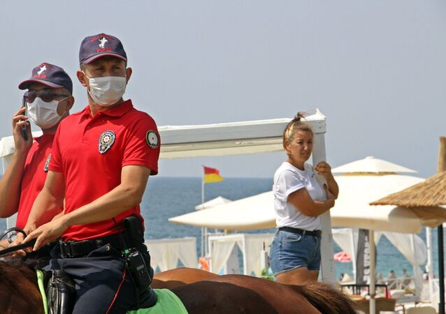 Antalya'da Konyaaltı sahilindeki localar kaldırıldı