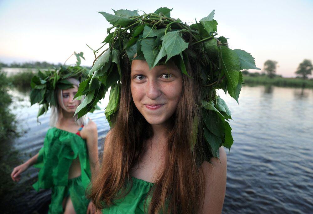 İvan Kupala  başlangıçta 21-22 Haziran olarak esas alınmışken takvim değişiklikleri sonrası  6-7 Temmuz olarak kutlanmaktadır.