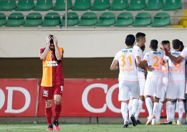 Süper Lig'in 31. haftasında Aytemiz Alanyaspor'a 4-1 yenilen Galatasaray'ın matematiksel olarak ilk 2'ye girme şansı kalmadı.