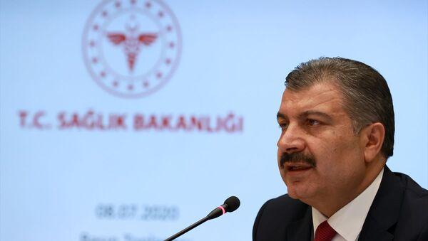 Sağlık Bakanı Fahrettin Koca, video konferans ile katıldığı Koronavirüs Bilim Kurulu toplantısı sonrası düzenlenen basın toplantısında açıklamalarda bulundu. - Sputnik Türkiye