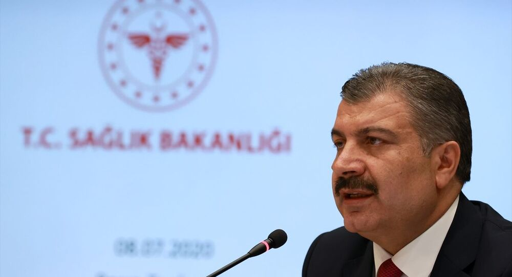 Sağlık Bakanı Fahrettin Koca, video konferans ile katıldığı Koronavirüs Bilim Kurulu toplantısı sonrası düzenlenen basın toplantısında açıklamalarda bulundu.