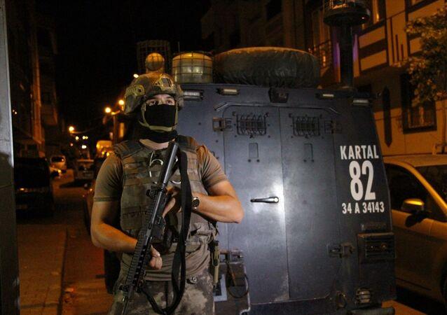 İstanbul Emniyet Müdürlüğü Terörle Mücadele Şube Müdürlüğü ekiplerince, il genelinde eş zamanlı operasyon başlatıldı.