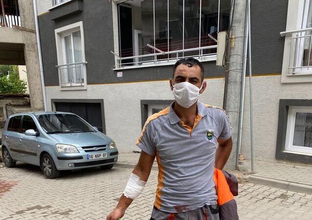 Temizlik işçisi çöp toplarken yaralandı, belediye başkanı tepki gösterdi